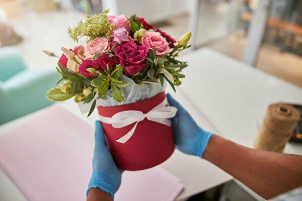 הקשר בין משלוחי פרחים ברמת גן לאנשים שגרים בה, עלי דפנה